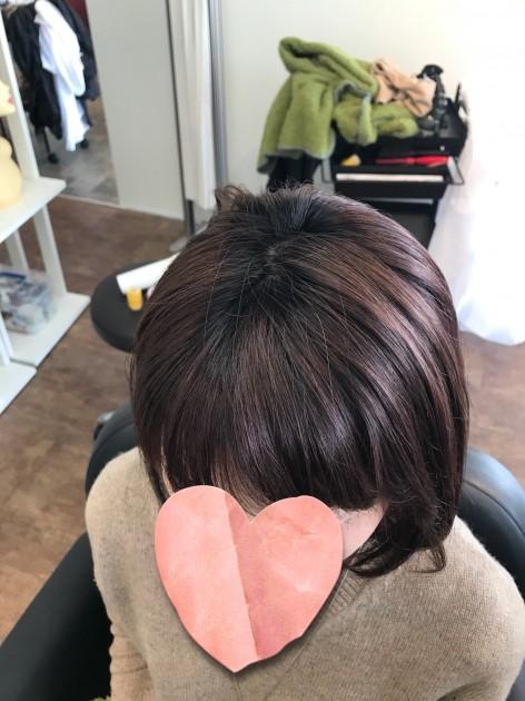 自毛と近い髪型のピンクブラウン医療用ボブウィッグのつむじ